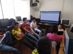 Sesión de programación en Arduino. Colegio CER-Bosconia.